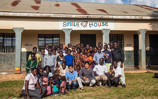 ウガンダ 職業訓練施設で洋裁や木工大工などの技術を学ぶ元子ども兵たち